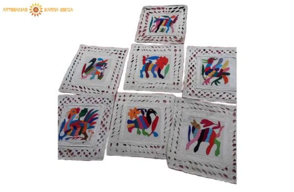 CXuadro de papel amate bordado 20 X 20 cm.