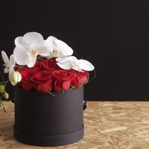 Arreglo Floral con 24 rosas y Orquídeas