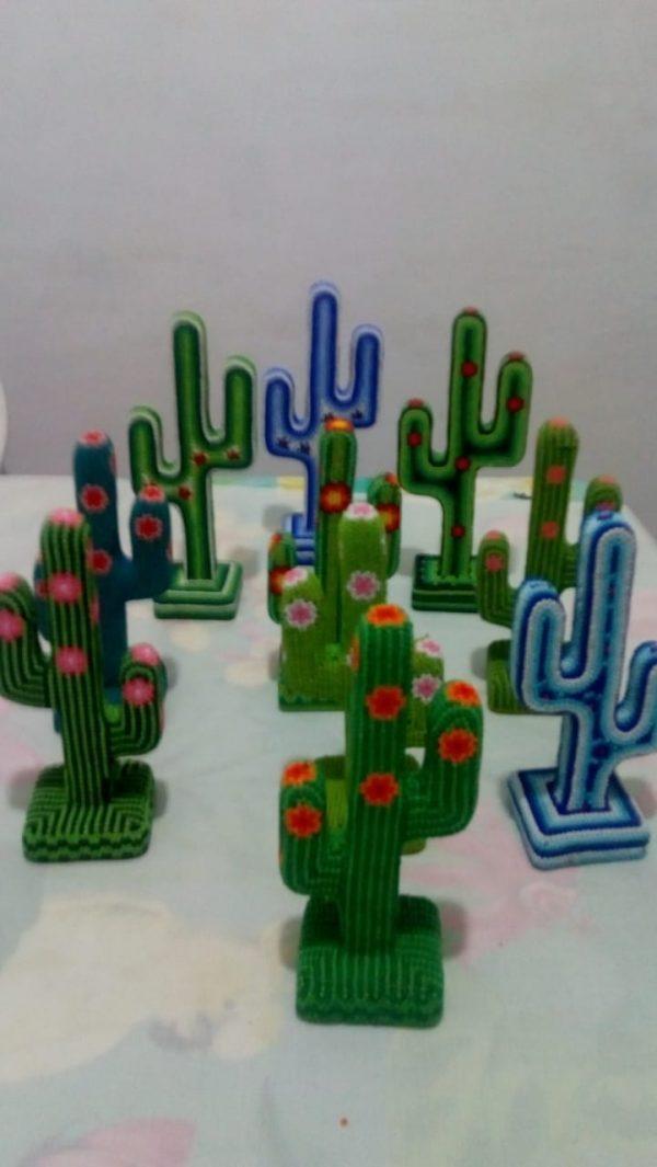 Cactus de madera con chaquira